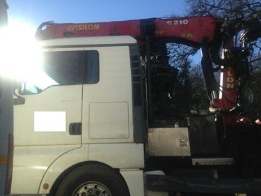 JAQU922_505411 vehicle image