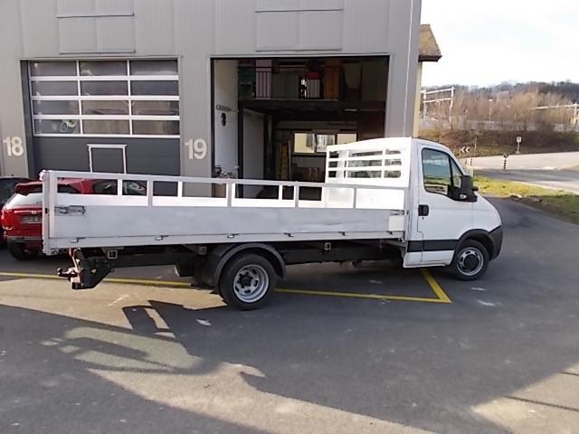JAQU922_517370 vehicle image