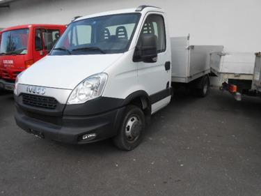 JAQU922_458057 vehicle image
