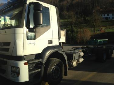 JAQU922_503370 vehicle image