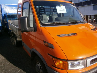 FUER278_504295 vehicle image