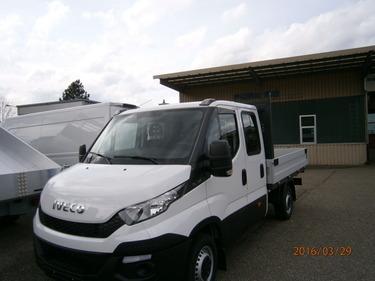 FUER278_530285 vehicle image