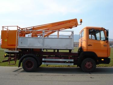 SCHA247_509972 vehicle image