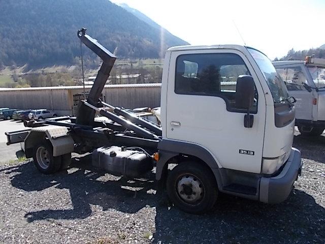 JAQU922_604916 vehicle image