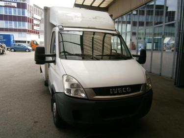 FUER278_605433 vehicle image