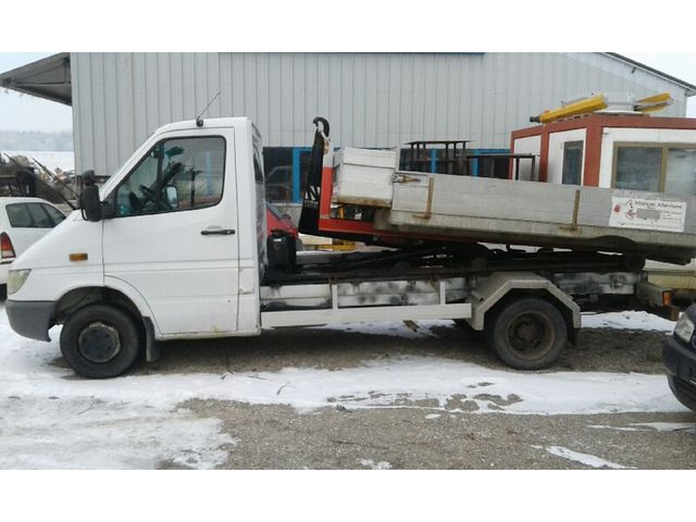 JAQU922_592335 vehicle image