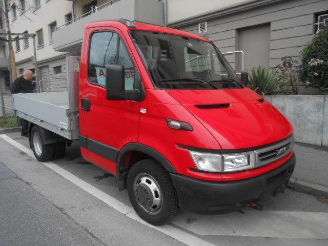 JAQU922_532906 vehicle image