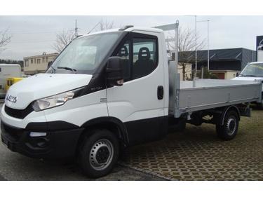 STUD177_634966 vehicle image